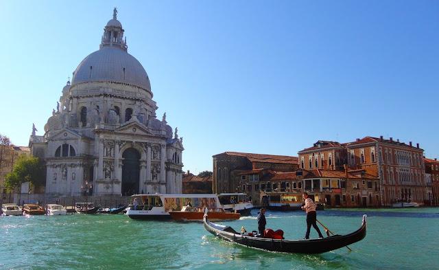 Festa della salute,basilica santa marie della salute, la castradina, morová epidemie, pontonový most, Přejděte benátský Velký kanál suchou nohou,zažijte benátky jako místní, benátky průvodce, kam v benátkách, co vidět v benátkách, benátky památky, benátky historie, jak se najíst v benátkách, kde se najíst v benátkách, co ochutnat v benátkách, kam v benátkách na víno, benátky aperol spritz,