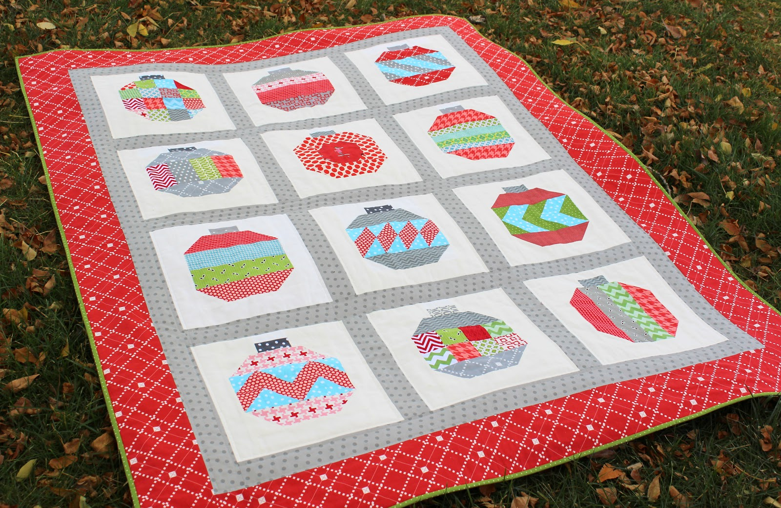 The Red Pistachio Vintage Holiday Quilt Finished