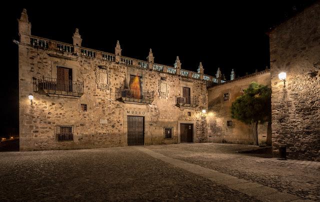 Museo de Cáceres :: Canon EOS5D MkIII | ISO100 | Canon 17-40@17mm | f/18 | 30s (tripod)