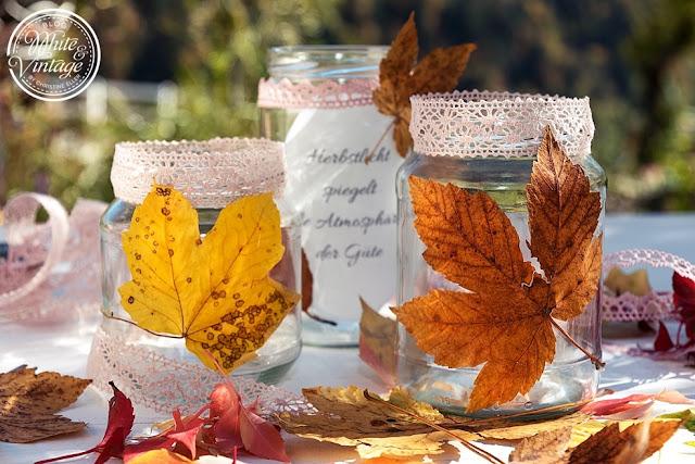 DIY - Windlichter mit Herbstblättern basteln