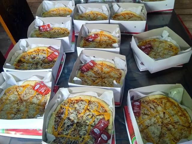 gambar cara membuat pizza dengan berbagai macam varian topping