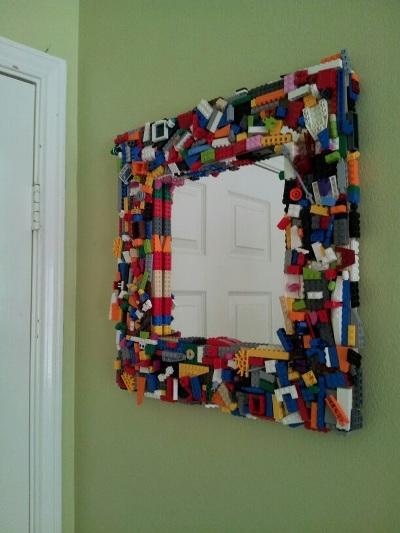 11. Bingkai cermin dari rangkaian lego
