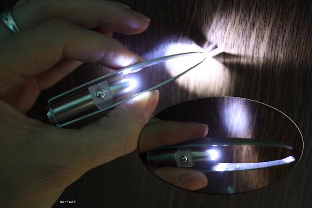 pince à épiler avec lumière