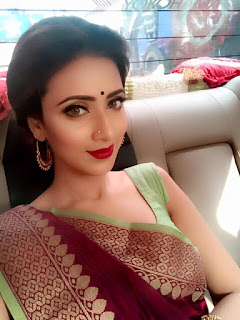 Bidya Sinha Saha Mim Saree Photo In Car