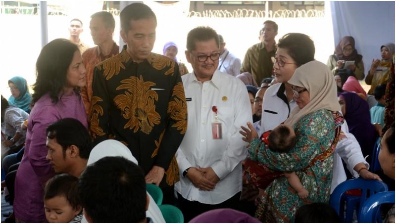 Jokowi mengunjungi Pukesmas Ciracas, Jakarta Timur
