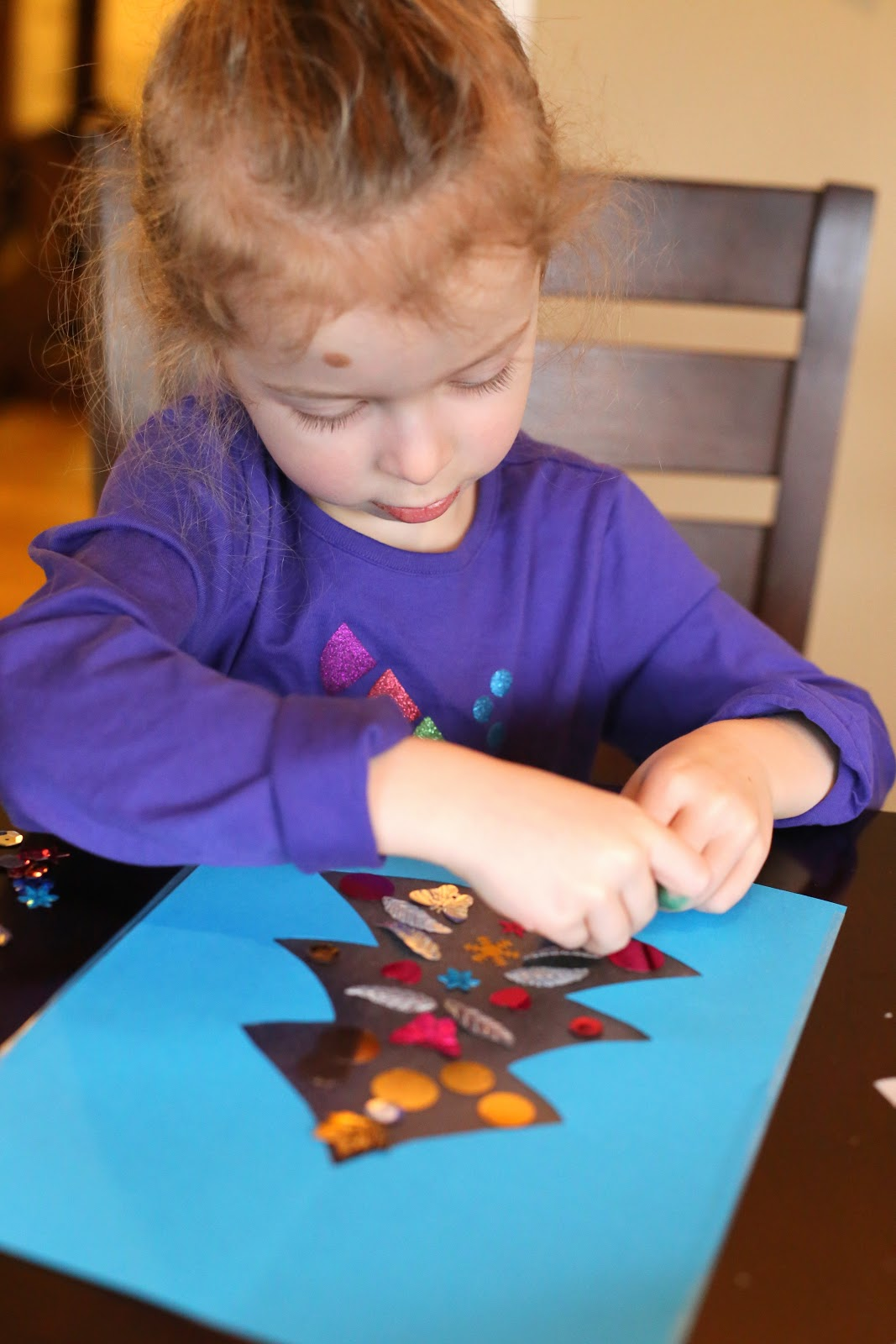 Easy Winter Kids Crafts That Anyone Can Make: Easy Winter Toddler No-Glue Christmas Tree Craft
