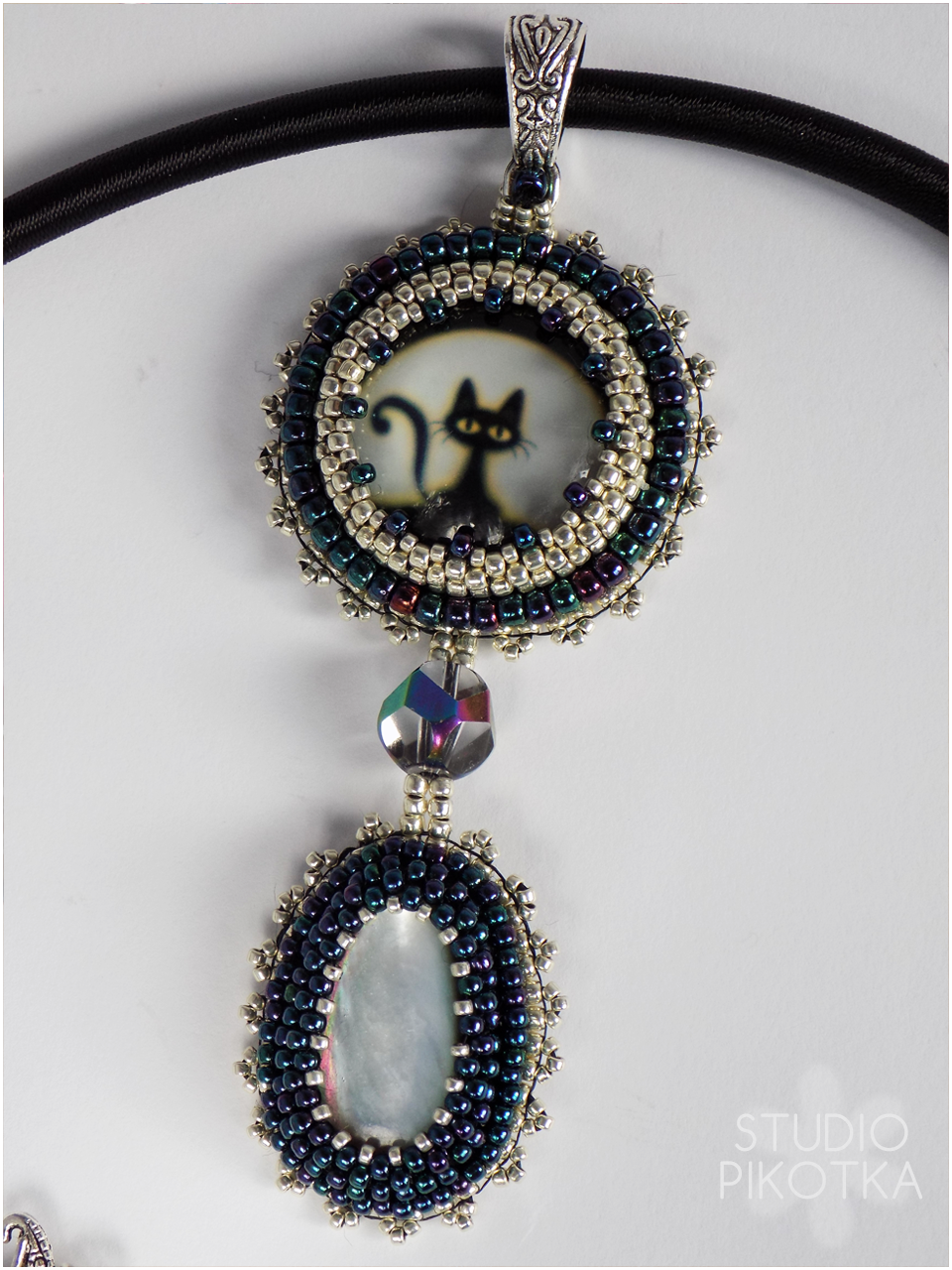 wisior, kaboszon, haft koralikowy, biżuteria, handmade, rękodzieło, koraliki toho, masa perłowa, jewellery