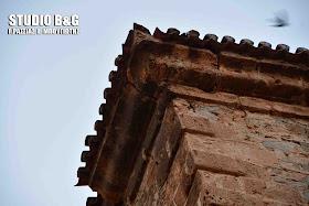 Κίνδυνος να πέσει τμήμα του Ενετικού κτιρίου του αρχαιολογικού Μουσείου Ναυπλίου - Αποκλείστηκε η περιοχή