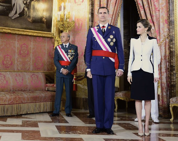 Queen Letizia Style Mango Touch Clutch, wore Prada Pointy Toe Pump