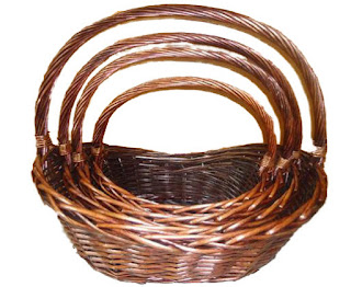 Boat shaped willow basket