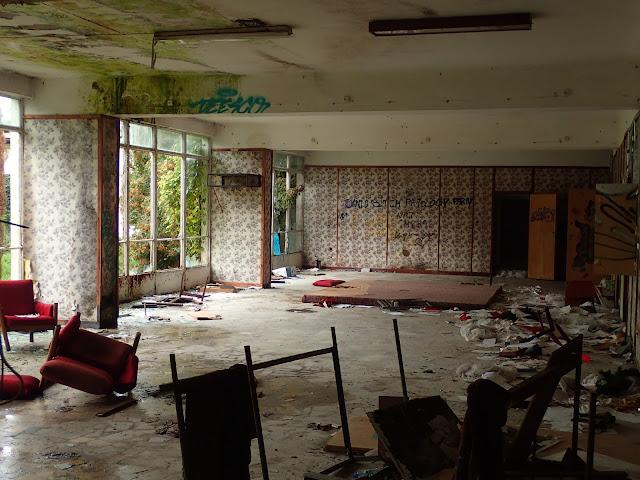 Jeden z okrąglaków, dawny hall recepcyjny