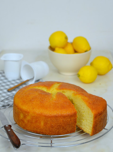 Bizcocho de yogur de limón ¡Fácil y delicioso!