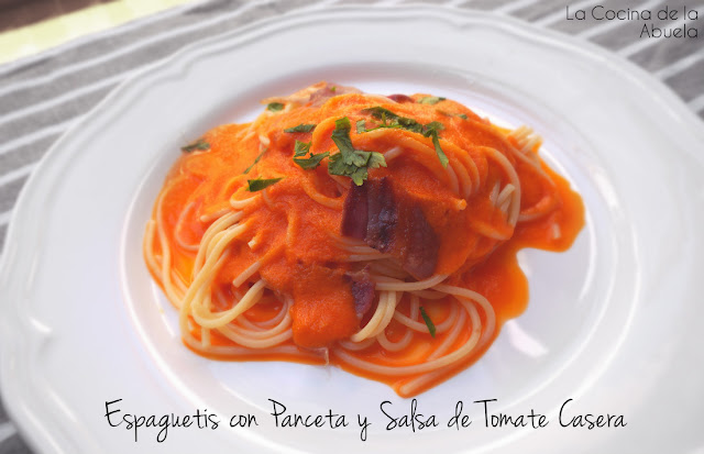 Espaguetis panceta salsa de tomate casera receta