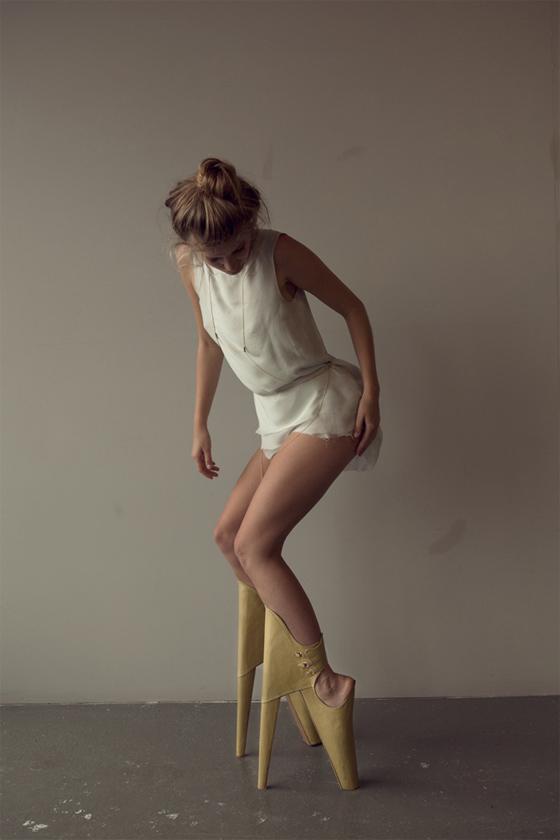 83a19875226 Scary Beautiful   Des chaussures aux talons vertigineux et avec le ...