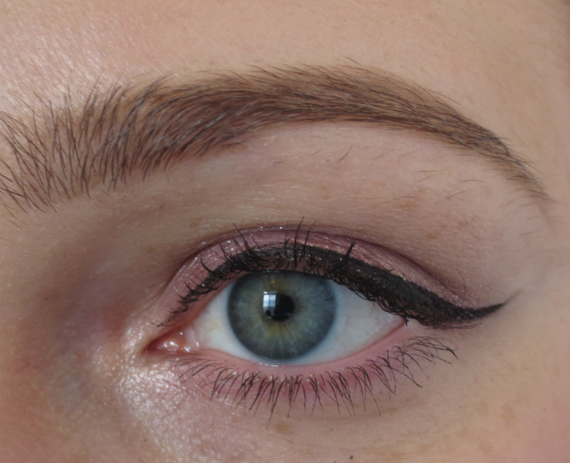 71b54aa2cc3 I m a huge fan of Rimmel s Glam Eyes Liquid Eyeliner so when I saw that  they had released another eyeliner I picked it up right away.