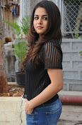 Wamiqa Gabbi stylish photo shoot-thumbnail-18
