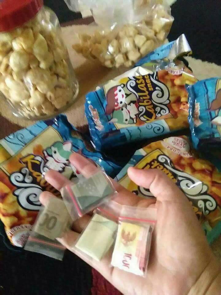 Snack Kabilasa berisi uang tunai asli (facebook.com)