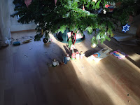 Untidy Christmas Tree http://laura-honeybee.blogspot.com/2015/12/dear-father-christmas.html