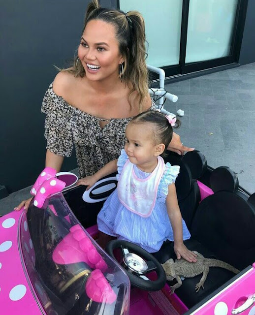 So cute ! Chrissy Teigen and daughter Luna twinning with matching pigtail hairstyle