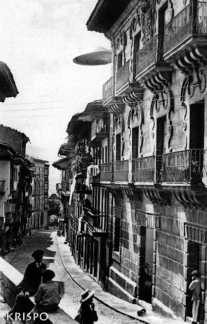 foto antigua de un ovni desde la calle mayor de hondarribia