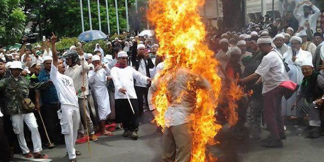 Ajaran Membunuh dan Membakar atas Nama Agama kini Benar-benar Terjadi