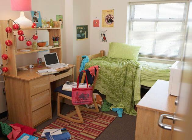 تستخدم سريرك منضدةً للإفطار أو مكتب