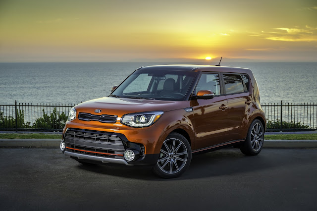 Front 3/4 view of 2017 Kia Soul ! (Exclaim)