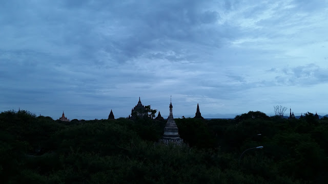 Templos de Bagán al amanecer