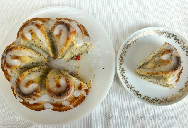 Bundt_cake_de_limón_y_amapola
