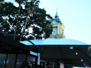 Banca da Feira do Livro de Porto Alegre e Torre do MARGS, ao Fundo