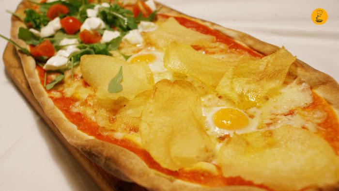 Pizza mozzarella de búfala y pizza de huevos de codorniz con patatas (13.40€) en Trattoria Manzoni Madrid Chamberí mejores pizzas