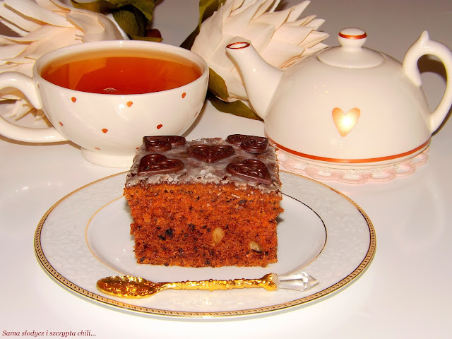 Ciasto marchewkowo-buraczane z orzechami.