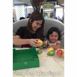 Foto Ayu Ting Ting dengan Anak nya