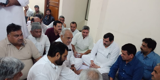 Former Chief Minister Bhupinder Singh Hooda, who came to express his condolences on the residence of former MP Banda