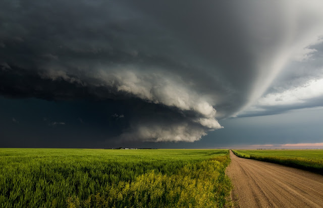 A supercell thunderstorm, tornado