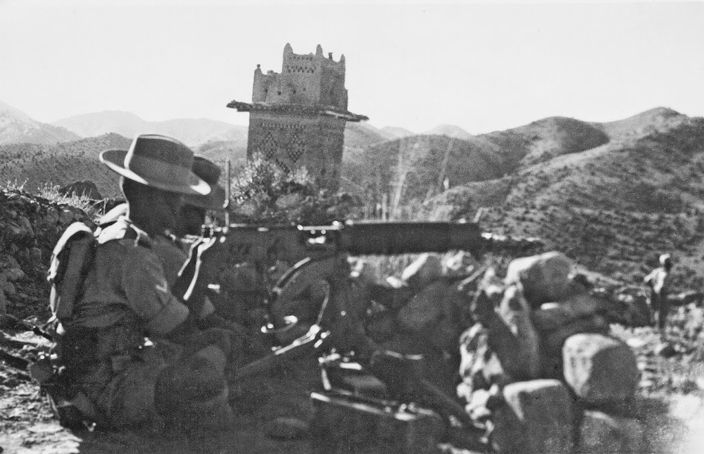 1st Battalion machine gunner near Thal Fort , Waziristan c 1940