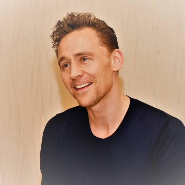 Tom Hiddleston age, height, wife, girlfriend, married, dating, how