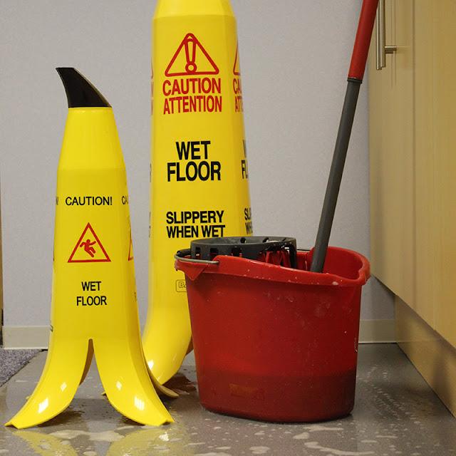 この場所滑りそう!一瞬で注意を促すバナナの皮コーン【i】