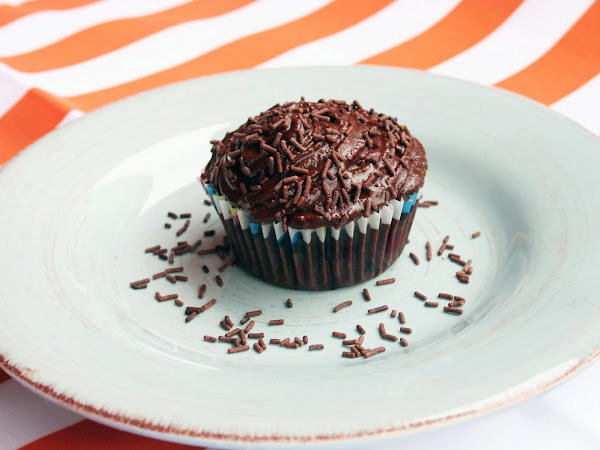 Best Ever Eggless Chocolate Cupcake
