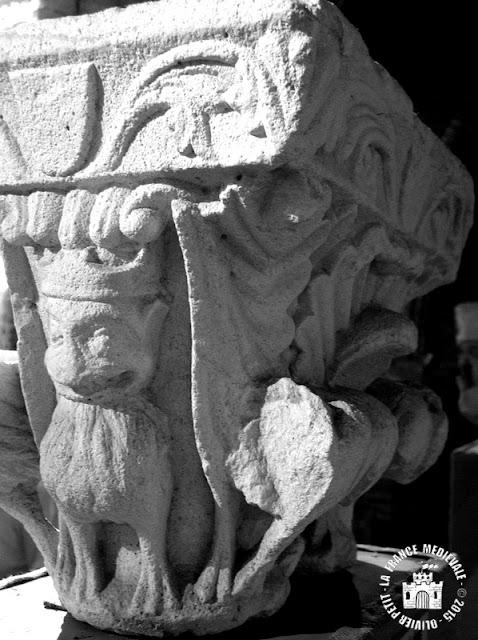 MOISSAC (82) - Chapiteaux romans de l'ancienne salle capitulaire