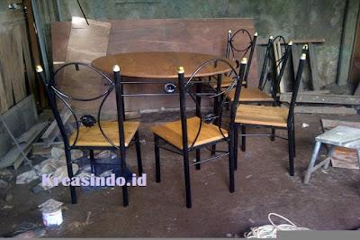 Harga Jasa Pembuatan Meja Kafe Rangka Besi dan Multiplek Terbaru
