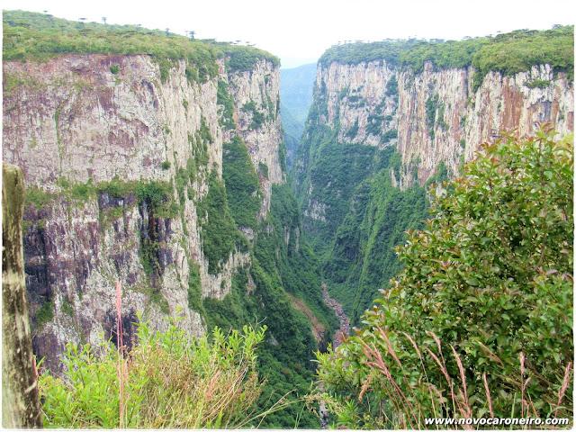 Parque Nacional de Aparados da Serra, em Cambará do Sul-RS. Uma das mais lindas imagens do interior gaúcho. Já foi cenário de filmes e novelas. Mostra a força do tempo e da natureza.