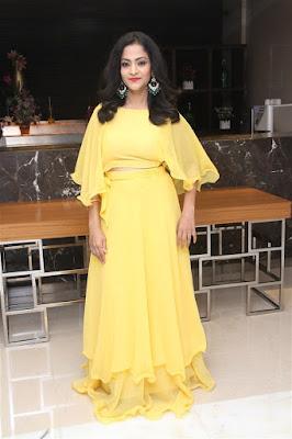 Hema-in-yellow-skirt