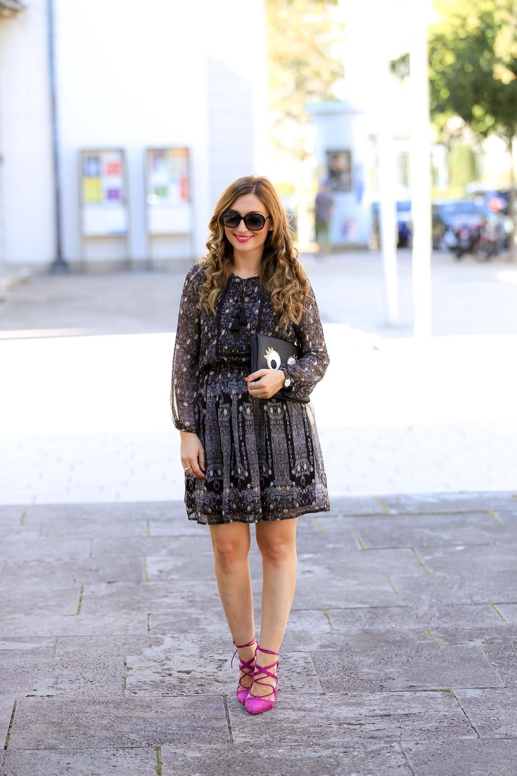 Blogger aus Deutschland-Lifestyleblogger aus Deutschland-Fashionstylebyjohanna im Kleid -Winterkleid-Pinke Schuhe-Colloseum-Wie kombiniere ich pinke Schuhe-was kann man zu pinken Schuhen tragen-Blogger aus Deutschland -Frankfurt-