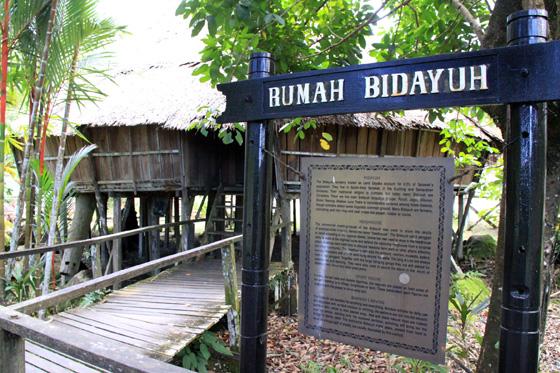 Kampung Budaya Sarawak-Tempat yang menarik yang  mesti anda lawati jika anda merancang untuk melancong ke Kuching. Saya amat menyarankan anda melawat Kampung Budaya Sarawak ini.