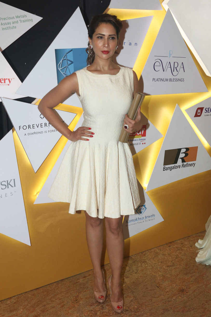 Vaani Kapoor at 7th National Jewellery Awards 2017 Gallery