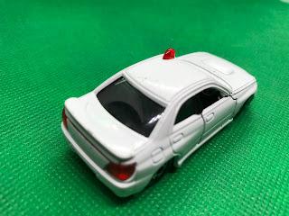 SUBARU IMPREZA WRX のおんぼろミニカーを斜め後ろから撮影