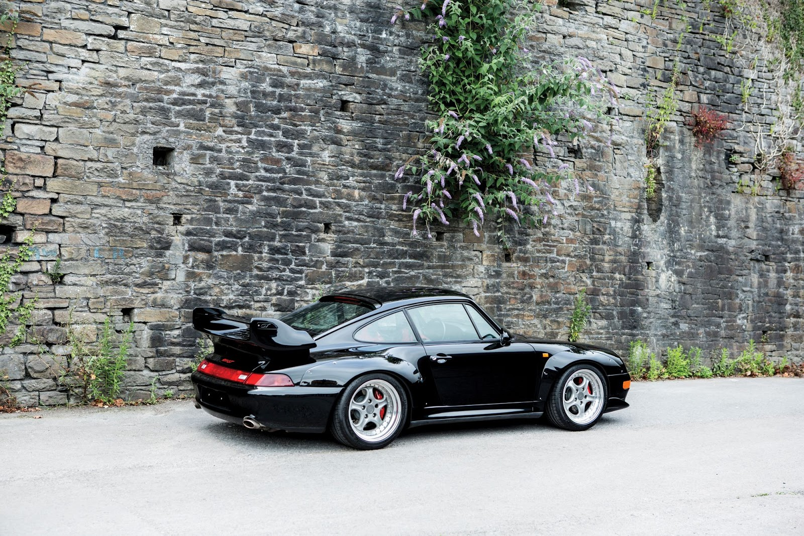 black porsche 993 gt2 to entice collectors in auction. Black Bedroom Furniture Sets. Home Design Ideas