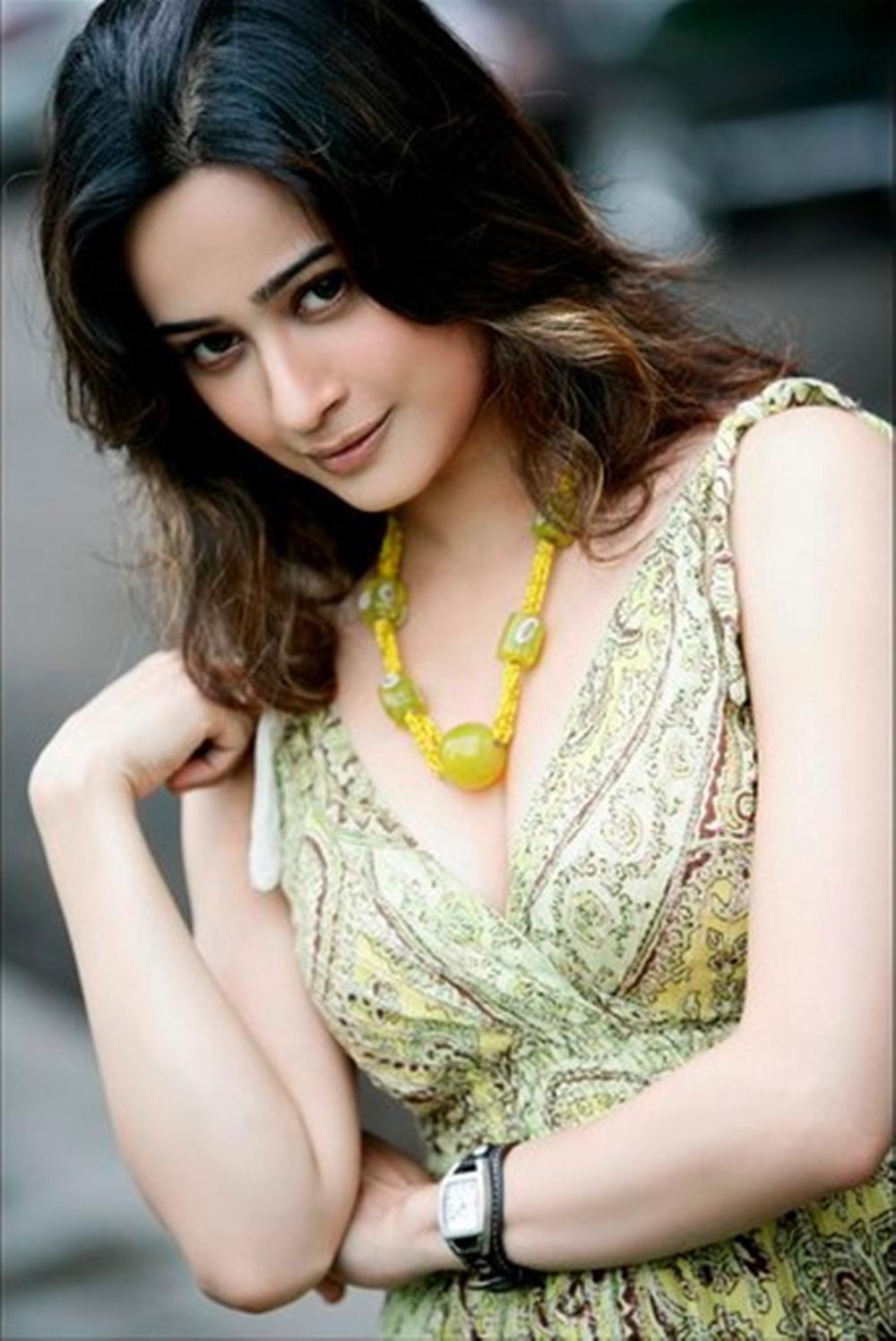 Hot photos of Sunayana Fozdar - new Anjali Mehta in Tarak