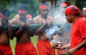 Permainan Bambu Gila, Tradisi Masyarakat Ternate
